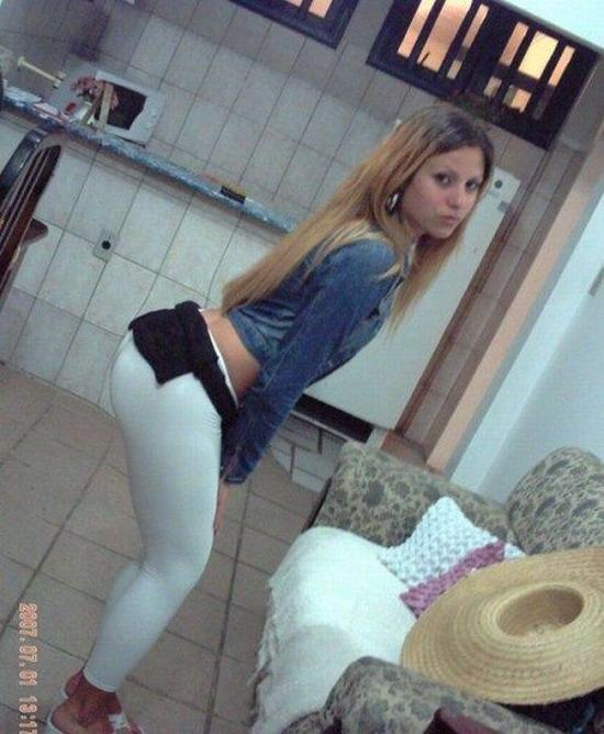 Эротическое фото красивых девушек в обтягивающих джинсах